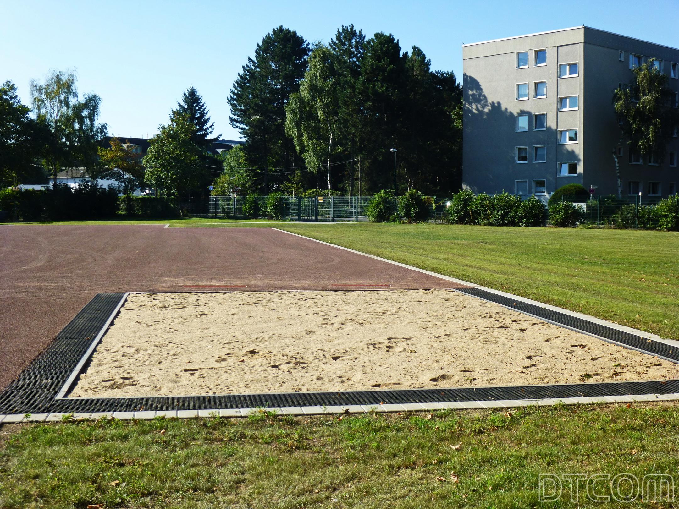 Knopf zu Sportplatz, Knopf zu Tennenplatz, Sportplatz, Sprunggrube, Knopf zu Sprunggrube.