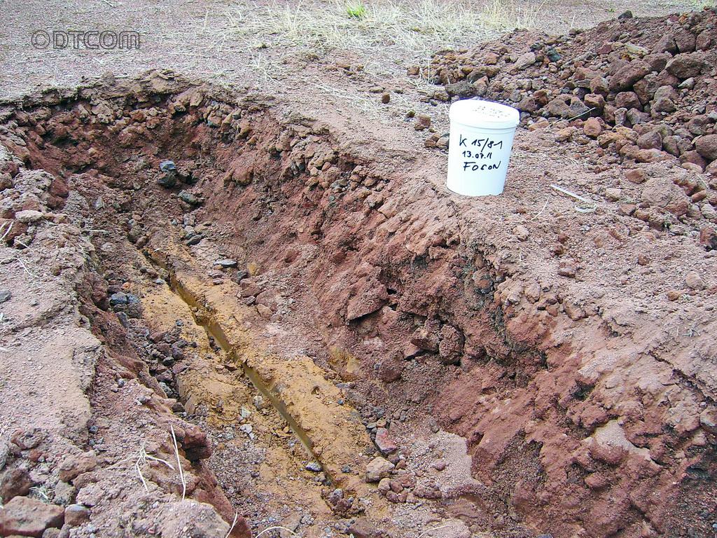 Kieselrot, Knopf zu Kieselrot, Schurf mit Kieselrot, Kieselrot Untersuchung, Bodenuntersuchung, Schurf